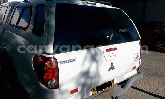 Buy Mitsubishi Carisma White Car in Windhoek in Namibia