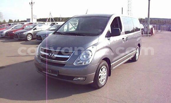 Buy Hyundai H1 Silver Car in Windhoek in Namibia
