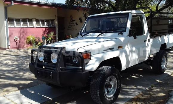 Buy Toyota Land Cruiser White Car in Windhoek in Namibia
